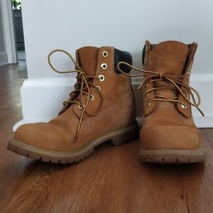 Timberland: Women's 6-inch Premium Waterproof Boot
